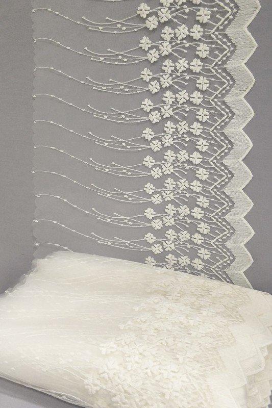 Полотно вуаль с вышивкой молочное 39 см