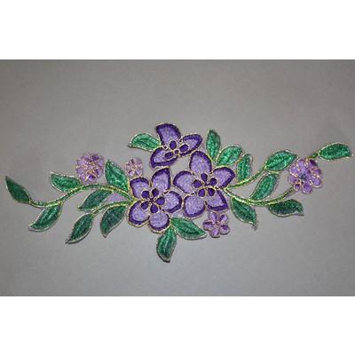Термоаппликация «Цветок с листьями» на органзе